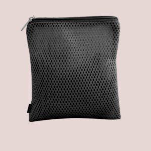 borsa in tessuto traforato specifica per il lavaggio delle mutande mestruali. no blood.